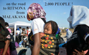 2.000 REFUGEES ON THE ROAD FROM MALAKASA TO RITSON