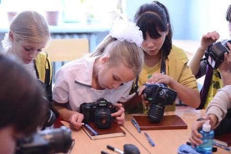 Empower Disadvantaged Children through Photograph