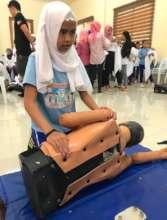 5th grade mini-nurse learns first aid rescue