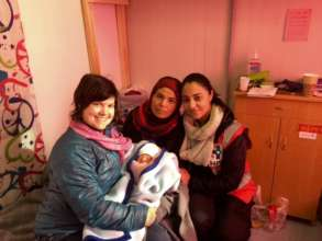 Refugee mother gives birth in Greece