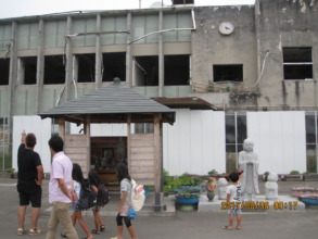 Picture 1: Praying in front of Otsuchi Town Hall