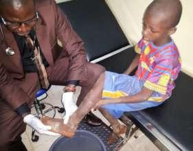 Foot exam at the Bamako clinic