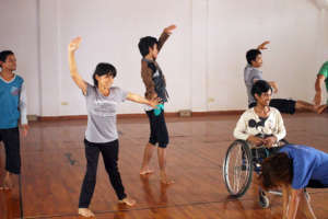 Savun in dance class with fellow IAC students