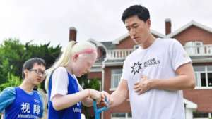 Training Liu Xiang how to use guide rope