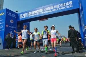 Cross line as a team in half marathon