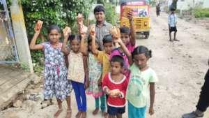 Breakfast for children affected by floods
