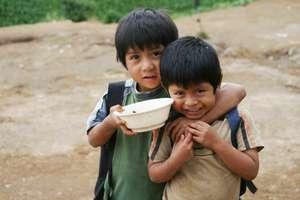 Indigenous children with their school meals