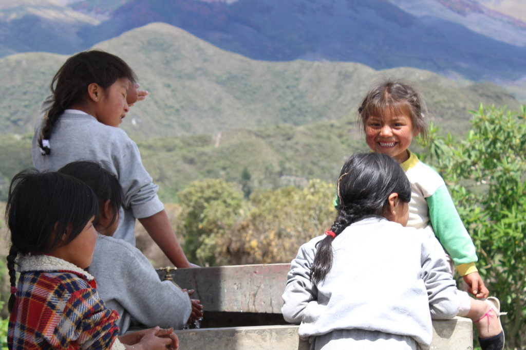 E-Libraries for Post-Earthquake Ecuador