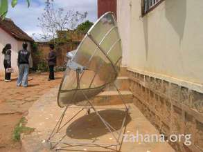Side view of the parabolic solar cooker