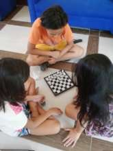 CAMELEON girls playing chess