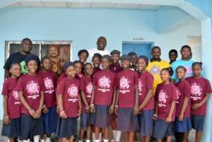 Group photo with some kids, staff and Mr Kolo