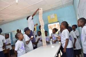 Kids building with Kiva blocks