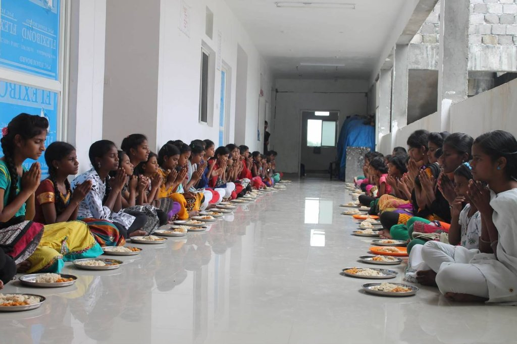 Provide a healthy meal to 160 children