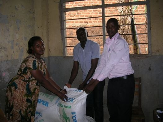 Provide lunch to 500 hungry school kids in Uganda