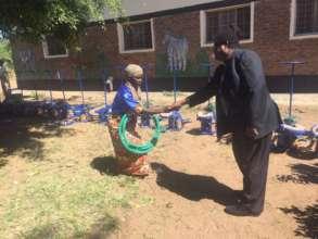 Father Kimu drops pedal pumps