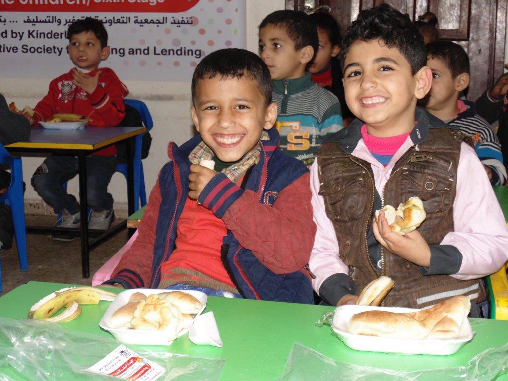 Hot meals 1500 Children 3x a Week in Gaza KGs