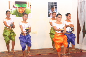 Girls from Sangkheum performing traditional dance