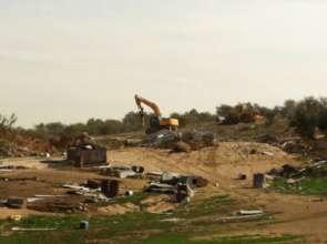 Israeli bulldozers demolish homes in Umm al-Hiran