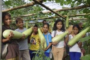 Elementary school gardeners in Kasambuhan Village