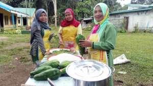 Moms at school preparing lunch