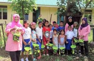 Beach buckets and shovels assist gardeners