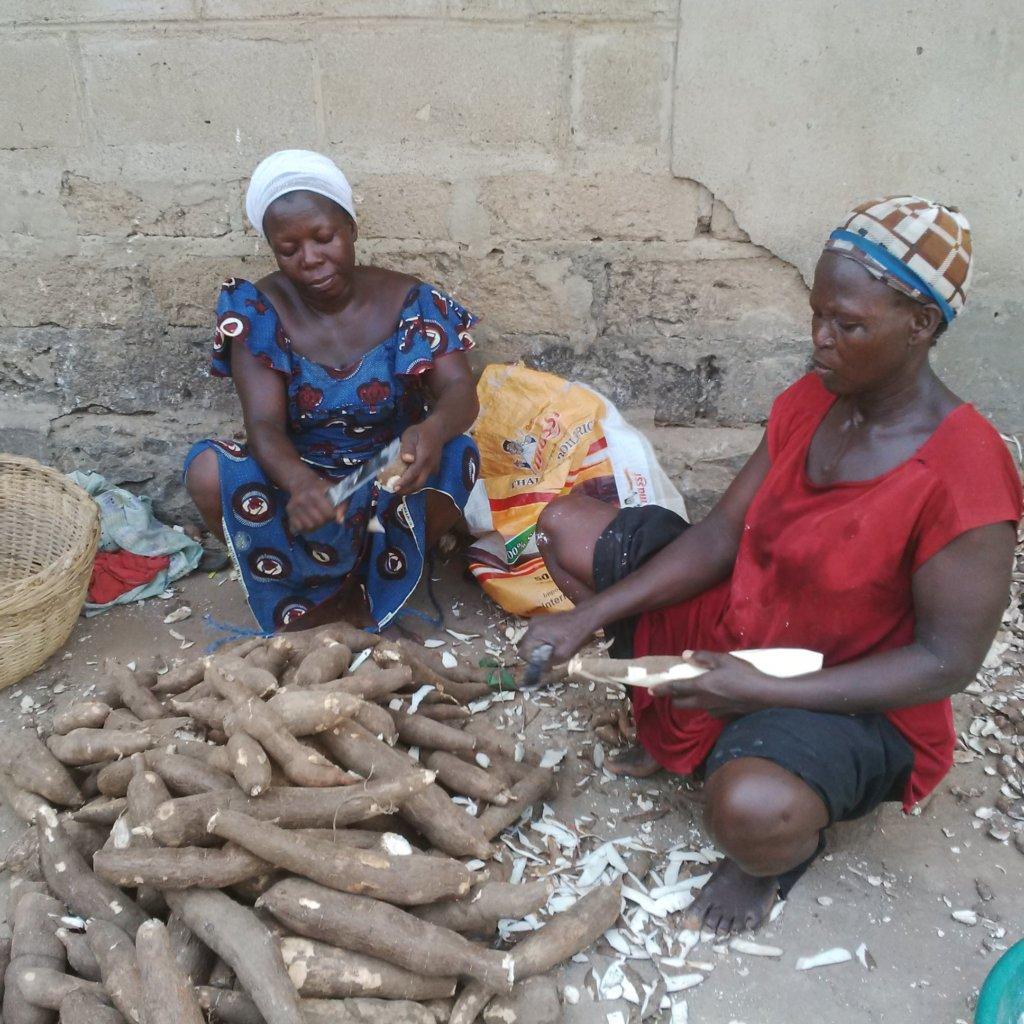 HELP 50 WOMEN FIGHT POVERTY IN NIGERIA