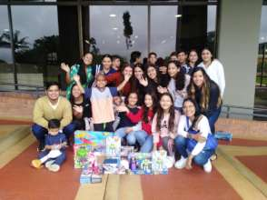 Students from partner school give presents to Gabi