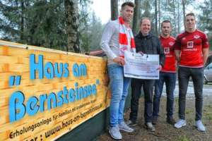 Handover of 550 donation by SV Westerbeck