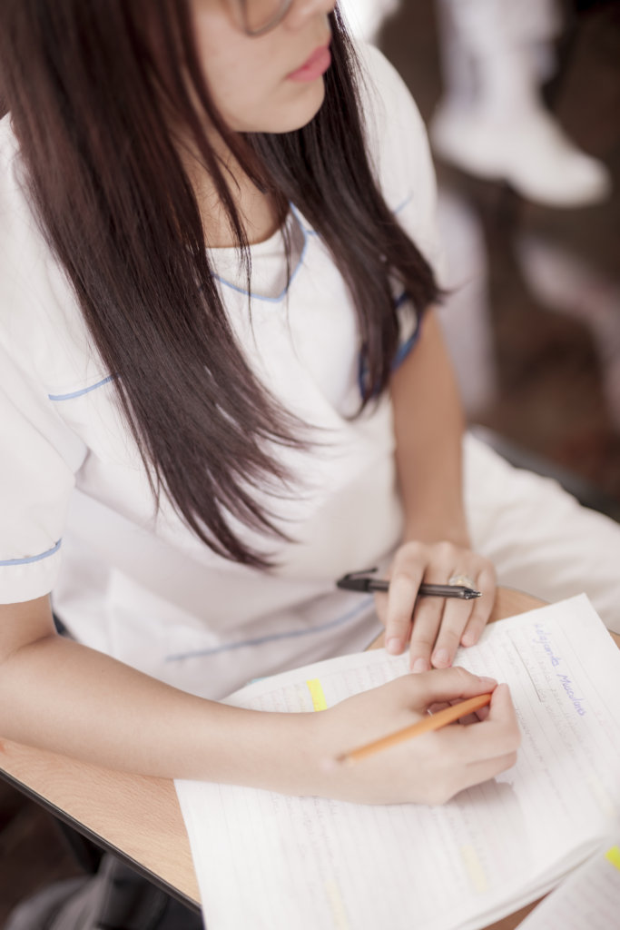 Help 90 young Colombians become nurse technicians