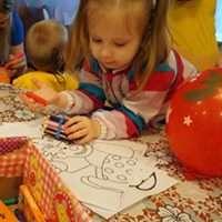 Anna draws a clown