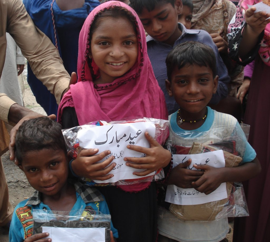 New Clothes on Eid for 200 Children in Pakistan