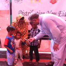 Eidi giving to children