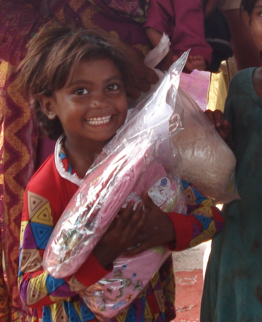 food & Gifts on Eid to 700 homeless children