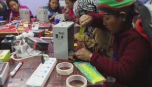 Technicians learn to repair home lighting sets