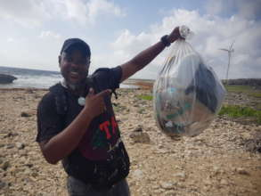 Famous Curacao artist joins our clean up