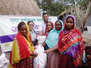 Dry food distribution in to affected Mother