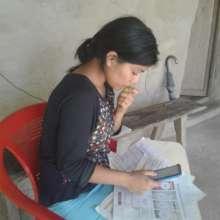 Paulina reading