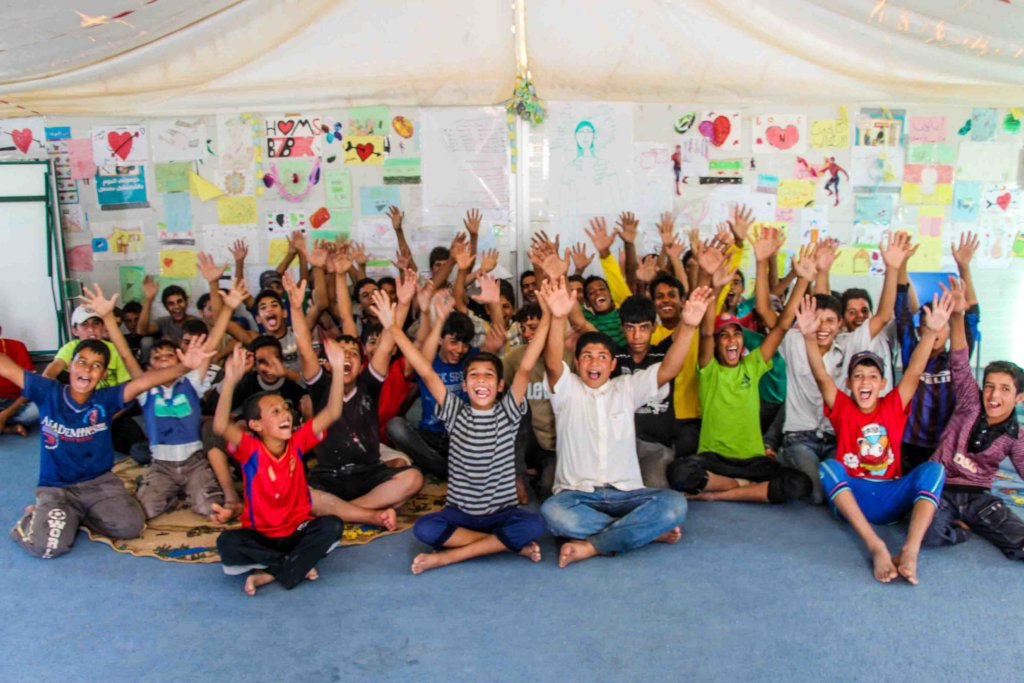 Paint murals with 300 Syrian Refugee children