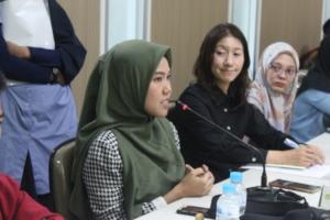 SENS alumnus speak to audience at UMS in Indonesia