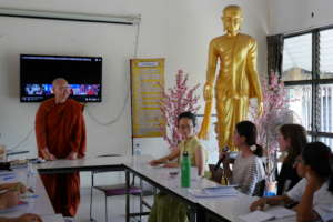 Students Ask Questions of Bhikkhuni Dhammavanna