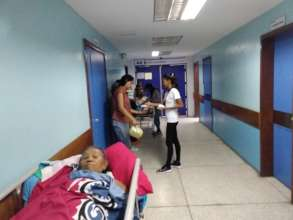 SAI volunteers deliver arapas to hospital patients
