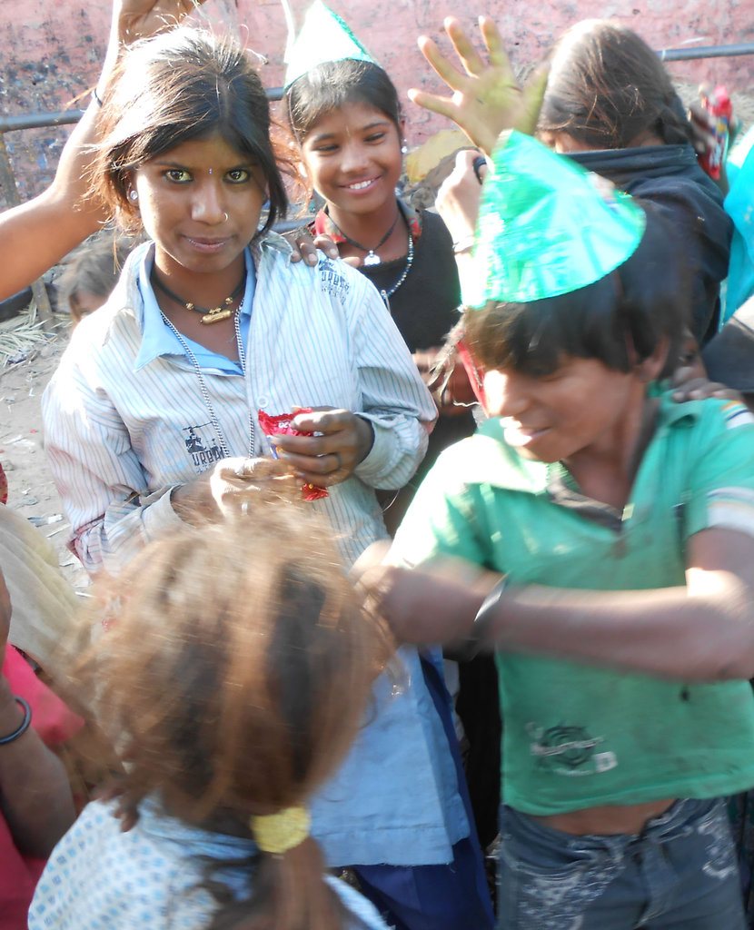 Provide Foods To Street Kids