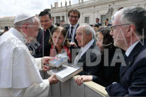 Polarquest gift to Pope by Airship ITALIA family