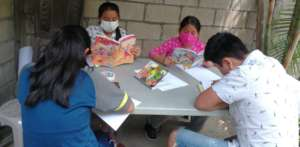 The students reading and learning to summarize the