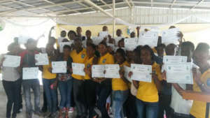 Universite Notre Dame Students with Certificates