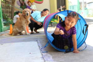 Azucena receiving animal therapy with Mo'os