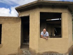 El Sueno de Huejotengo - painting houses with mud
