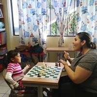 Abril loving chess