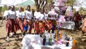 Girls entertained people at the launch