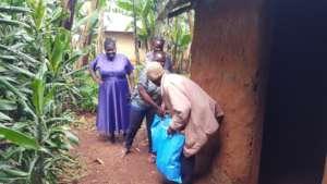 TCSC volunteer Christine delivering food.